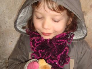 Emma avec son poussin